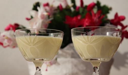 Small-Batch Eggnog: Better than Storebought for your Christmas festivities!| Recipes | YMCFood| YummyMummyClub.ca