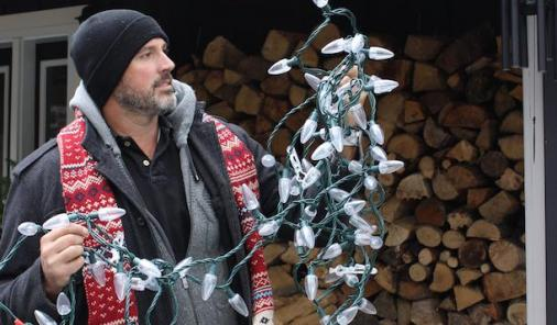 Easy tips for installing Christmas lights | YummyMummyClub.ca