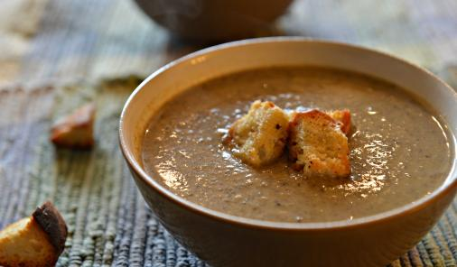 Creamy Vegan Portobello Mushroom Soup With homemade croutons | YummyMummyClub.ca