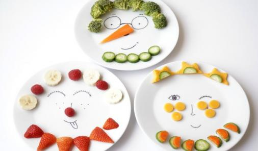 """It's time to make eating vegetables a whole lot more fun with these DIY Sharpie Funny Face plates. Kids will love """"playing with their food!"""" 