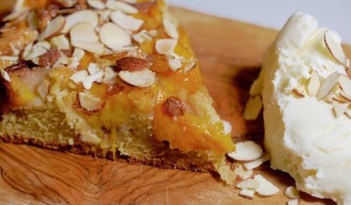 Need to use up some overripe or frozen peaches? Check out this sweet and spicy almond peach cake for dessert! | Summer | YMCFood | YummyMummyClub.ca