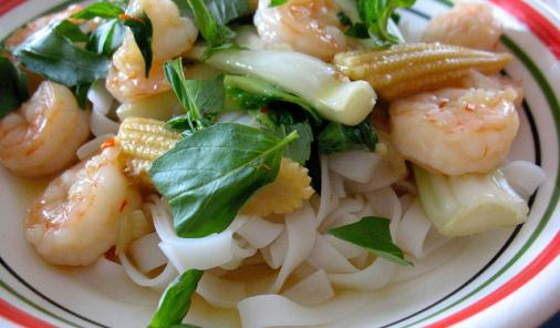 Thai Garlic Shrimp and Rice Noodles Recipe