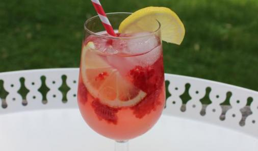 These tasty non-alcoholic beverages will keep your whole family hydrated at the BBQ!   YMCFood   YummyMummyClub.ca