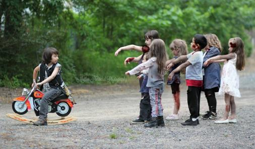The Walking Dead Photo Shoot with Kids | YummyMummyClub.ca