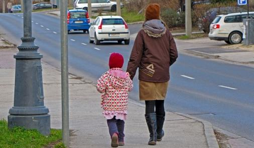Parents Banned from Walking Kids Home   YummyMummyClub.ca