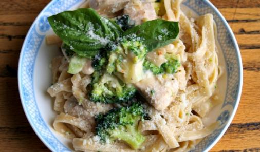 """This Weeknight Chicken and Broccoli Fettuccine Alfredoisn't just a """"save your butt on a busy weeknight"""" recipe, it has two added bonuses as well! 