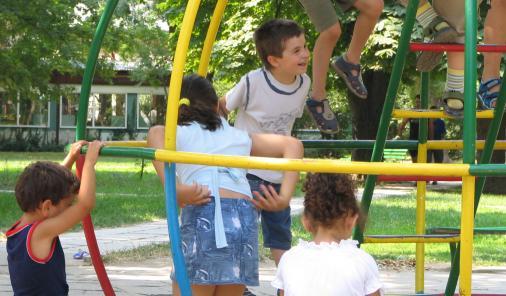 Someone spread peanut butter on children's climber | YummyMummyClub.ca