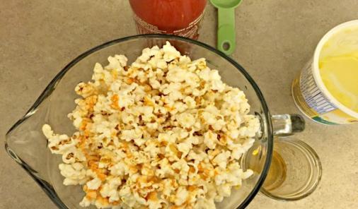 Honey and Sriracha Popcorn recipe | YummyMummyClub.ca