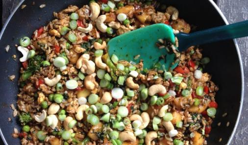 Need a Meatless Monday recipe?This hearty vegetarian Pineapple Cashew Fried Ricerecipe will blow your mind because it truly tastes JUST LIKE TAKE-OUT. | YMCFood | YummyMummyClub.ca
