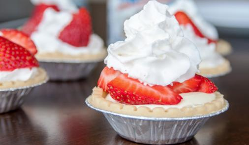 You're 5 Ingredients Away from These No-Bake Strawberry Cheesecake Tarts