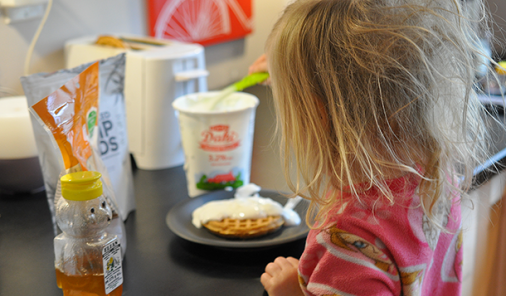 These five easy kid-friendly breakfasts not only teach your preschooler to become more capable and self-sufficient, it builds their confidence and makes your life easier, too! | Parenting | YMC