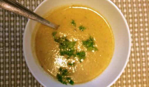 roasted-garlic-cauliflower-soup