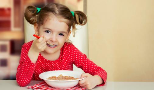 There are a lot of trends happening right now when it comes to feeding your kids, but these are the ones you should actually follow. YMCFamily | YummyMummyClub.ca