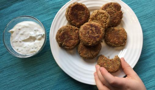 These lentil nuggets aren't just vegan and school safe! Packed full of protein, fibre, vitamins, and minerals, they are filling, energy-sustaining, healthy and nutritious (not to mention delicious). | YMC