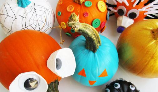 Who says you have to cut a pumpkin? We have 31 Ways to Not Carve a Pumpkin This Halloween. Let the kids do all the decoration, and don't worry about them handling dangerous knives! | kid-friendly | DIY | YummyMummyClub.ca