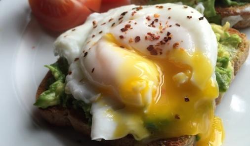 Avocado_poached_eggs_toast_recipe