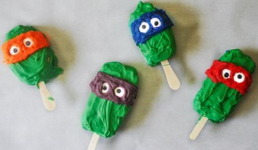 """You can be the coolest """"Pinterest"""" mom on the block for surprisingly little time and effort with these popsicle recipes.    YMCFood   YummyMummyClub.ca"""