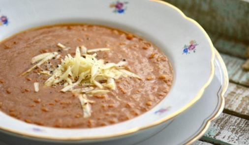 This Spicy Tomato Lentil Soup recipe is delicious, low fat, and healthy! Because you will blend it at the end, it takes almost no time to put together - so easy, you don't even have to chop the vegetables.   YMC   YummyMummyClub.ca