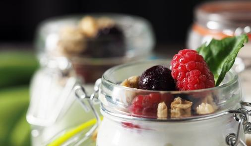 healthy snacks to eat at your desk