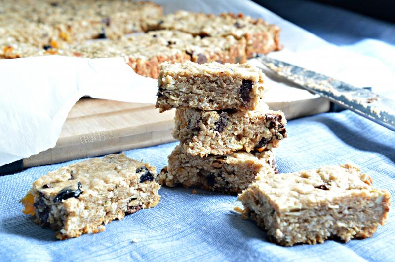 Easy oatmeal lunchbox bars | YummyMummyClub.ca