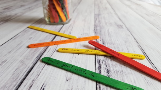 These dollar store popsicle sticks helped me limit screen time and get my son to help do more chores at home without fighting. It's parenting magic! | YummyMummyClub.ca