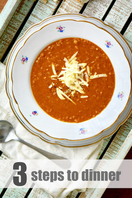 This Spicy Tomato Lentil Soup recipe is delicious, low fat, and healthy! Because you will blend it at the end, it takes almost no time to put together - so easy, you don't even have to chop the vegetables. | YMC | YummyMummyClub.ca