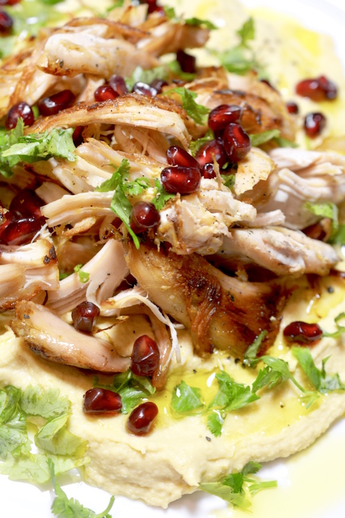 This Middle Eastern-inspired Chicken, Hummus, and Pomegranate Salad is a high-protein dinner that can be made in a flash with leftover chicken. | YMCFood | YummyMummyClub.ca