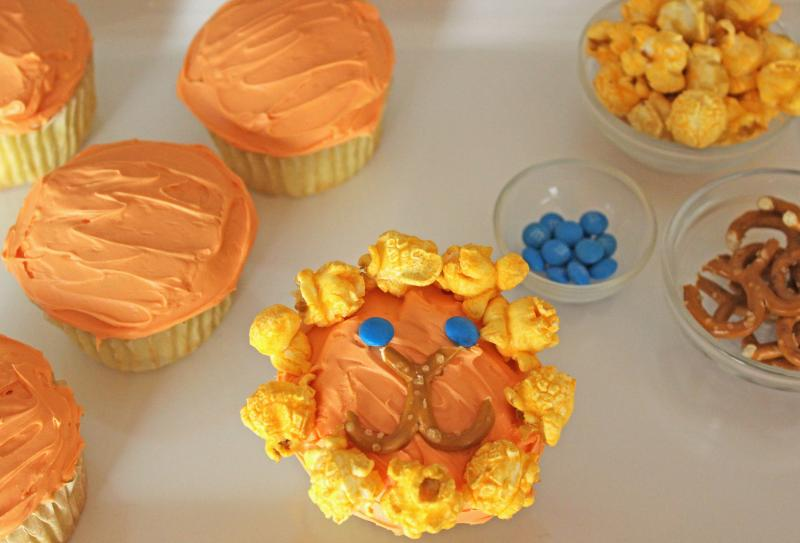 These cute cupcakes are great for your little animal lovers. Make with your favourite cupcake recipe or use ours! | YMC