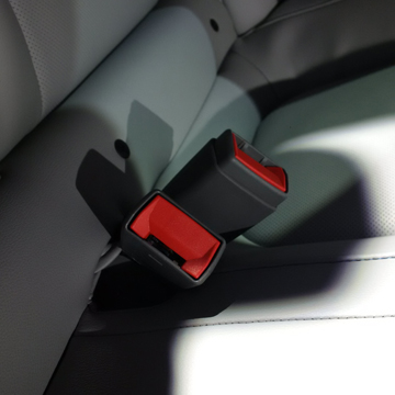 2016 Chevrolet Volt seat belt buckle - Considering an electric car? Put the Chevy Volt up on your list. Here's some of the great features that come with the 2016. | Cars | YummyMummyClub.ca