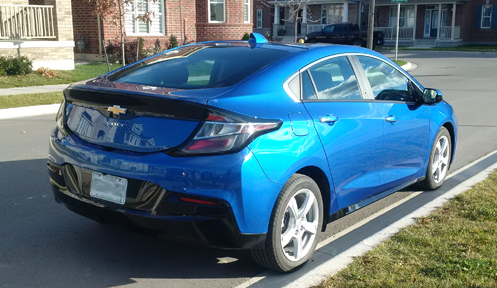 2016 Chevrolet Volt side profile - Considering an electric car? Put the Chevy Volt up on your list. Here's some of the great features that come with the 2016. | Cars | YummyMummyClub.ca