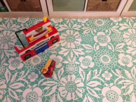 DIY Painted Foam Mats :: YummyMummyClub ca