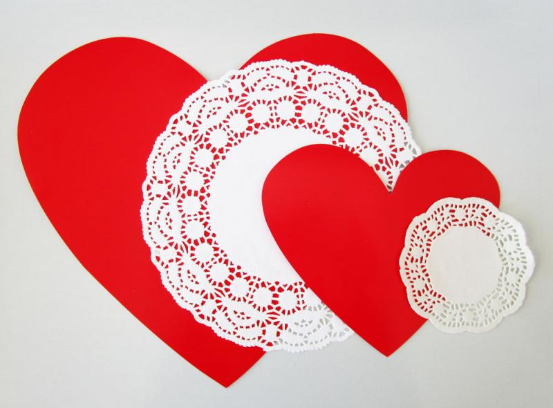 Layering doilies and heart cut-outs to make vintage Valentines. Easy activities for kids.