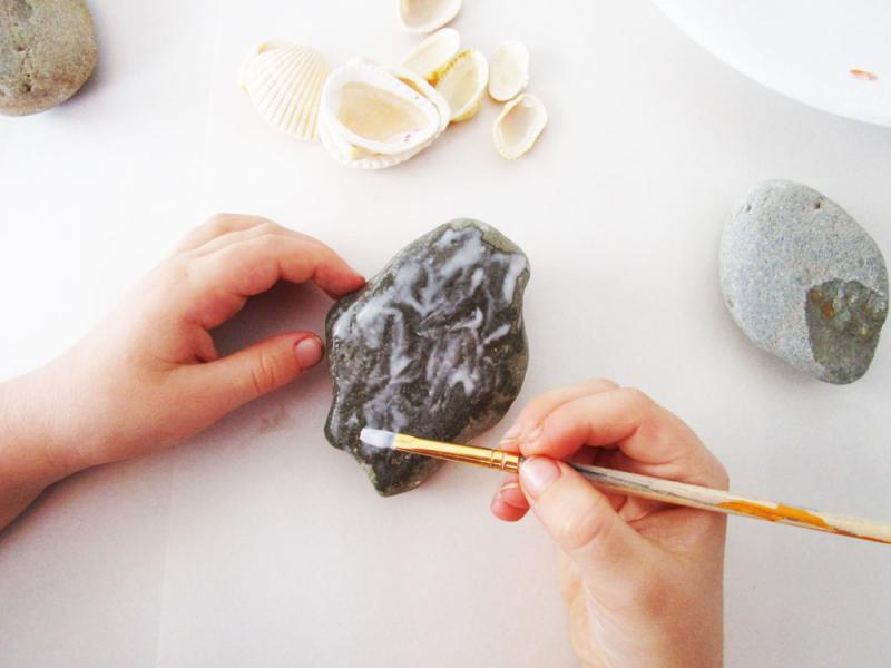 Cover a rock with glue.