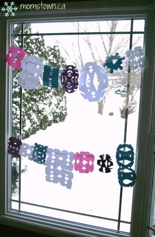 momstown snowflake crafts